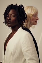 Foto: Lisa-Ann • Models: Pascale & Sara • Hair & Make-Up Artist: Nadia Krist